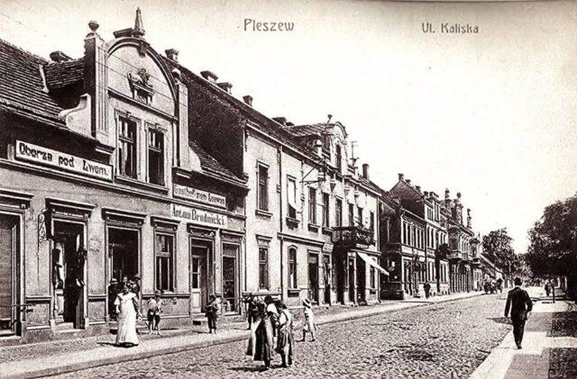 Zdjęcie przedstawia Pleszew na początku XX wieku