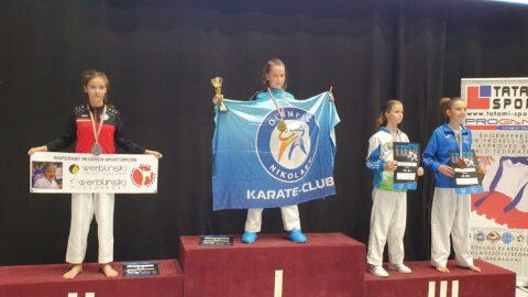 Zdjecie przedstawia pleszewskich zawodników na podium